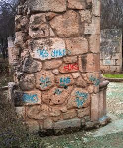 grafitis monumento